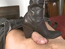 cumshot feet fetish foot-fetish footjob hot mammy milf pov